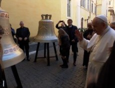 O Papa: os sinos para os nascituros anunciam o Evangelho da vida
